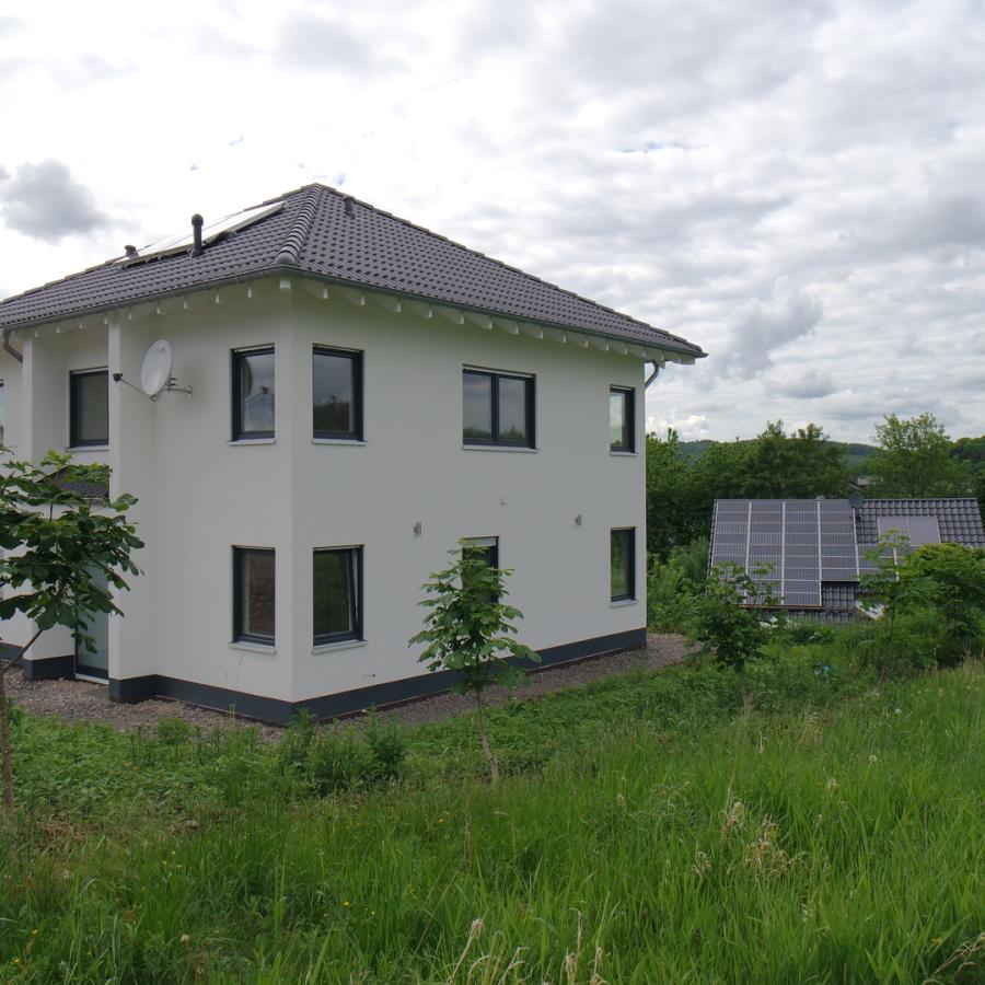 Schneiderhaus baupartner gmbh stadtvilla for Stadtvilla zweifamilienhaus